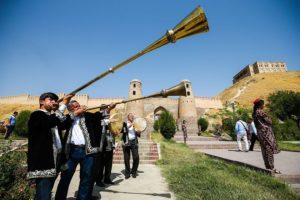 В Таджикистане десятки вернувшихся граждан обошли карантин за взятки