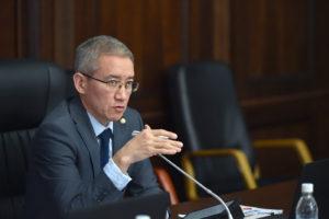 Асрандиев: Сотрудников и работников государственных органов, министерств и ведомств должны отпустить на удаленную работу