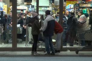 В Италии штурмуют супермаркеты