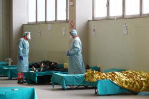 Врач назвал безопасную дистанцию между людьми при пандемии СOVID-19