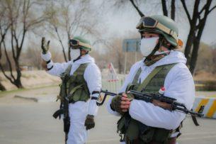 За нарушения комендантского часа были задержаны 223 человека. 11 автомашин доставлено на штрафстоянку