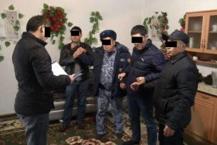 АКС ГКНБ: При получении взятки задержаны сотрудники Госэкотехинспекции