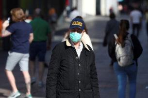 «Не будет, как на Титанике»: коронавирус стал болезнью, которая разделила общество