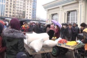 Власти Таджикистана взяли под контроль цены из-за слухов о коронавирусе.  Очереди за мукой продолжаются