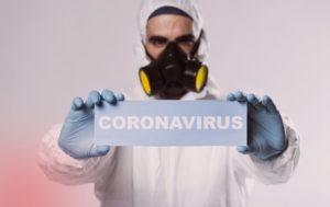 Эксперты заявили, чтонорма социального дистанцирования при коронавирусе должна составлять неменее 4метров.