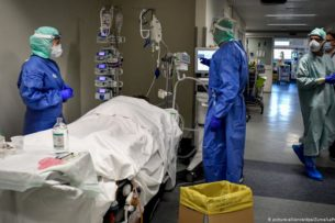 Принявший COVID-19 за проблемы с желудком англичанин умер во сне