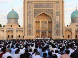 В мечетях Узбекистана запретили пятничный намаз