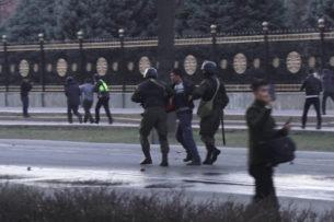 После разгона митинга: 166 человек были задержаны, под стражей остались четверо. 24 милиционера получили телесные повреждения