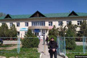 «Пусть никого не привозят — вирус распространят»: Жители казахстанского села разгромили изолятор для контактных с зараженными коронавирусом