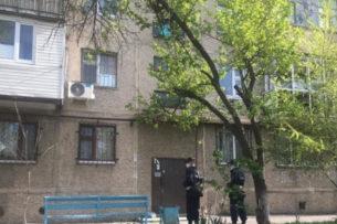 В Шымкенте женщина пыталась сбежать из карантина по водосточной трубе