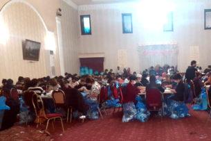 Узбекистанцы переоборудовали свадебный ресторан в подпольный цех по производству медицинских масок