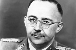 Рейхсфюрер СС и глава полиции безопасности Генрих Гиммлер (Heinrich Himmler) был организатором жесточайших массовых убийств.