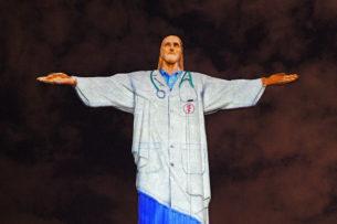 Статую Христа в Рио-де-Жанейро «превратили» в доктора. Так благодарят врачей