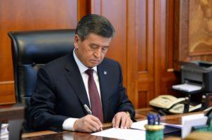 Сооронбай Жээнбеков подписал Указ о продлении чрезвычайного положения в отдельных городах и районах страны до 30 апреля 2020 года