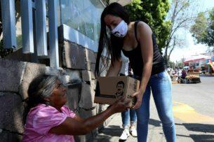 Мексиканские наркокартели раздают еду населению. Президент страны раскритиковал их