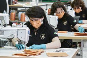 Lamborghini начала шить медицинские маски