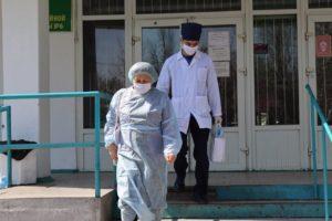 Медработники Кыргызстана на передовой в борьбе с коронавирусом