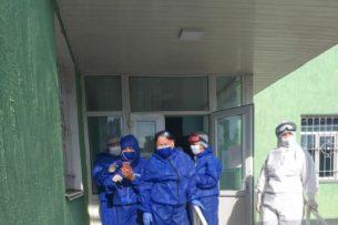 С каждым днем количество зараженных COVID-19 увеличивается. Группа врачей из Бишкека изучит эпидситуацию в южных областях