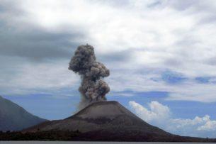 В Индонезии проснулся вулкан Анак-Кракатау: видео