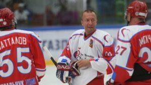 Дмитрий Босов (в центре) спонсировал