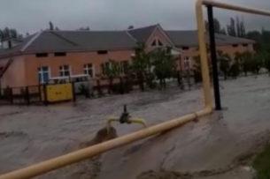 Несколько поселков затопило в Туркестанской области, а в Шымкенте — микрорайон (видео)
