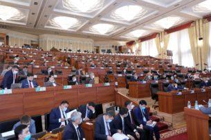 В парламенте горячо обсуждают законопроект о референдуме по форме правления Кыргызстана