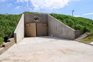 На фоне пандемии коронавируса жители США стали чаще покупать бункеры