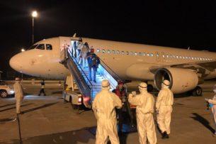 Из США и Канады прилетели 146 кыргызстанцев