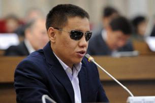 «Я понимаю у вас там есть иерархия, паханы, смотрящие»: Дастан Бекешев обратился к представителю ГСИН по избиениям в СИЗО