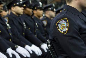 На фоне протестов в США полицейские массово уходят в отставку
