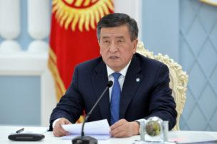 Сооронбай Жээнбеков проводит совещание с регионами в цифровом формате