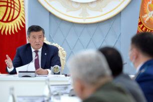 Сооронбай Жээнбеков о фотографии без маски членов правительства: «Вы все должны оплатить штраф»