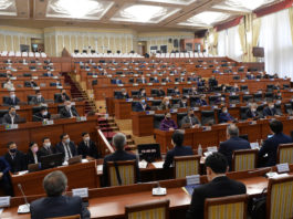 COVID-19 выявили у двух депутатов и трех сотрудников аппарата Жогорку Кенеша
