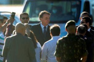 Суд обязал президента Бразилии надевать на людях маску