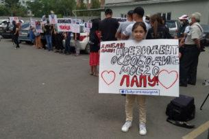 «Прости меня». Равшан Жээнбеков написал трогательное письмо своей младшей дочери