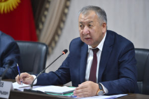 Кубатбек Боронов дал разъяснения относительно фотографии перед Домом правительства и попросил прощения у всех кыргызстанцев