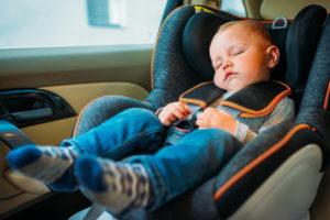 Какое место в автомобиле наиболее безопасно для ребенка
