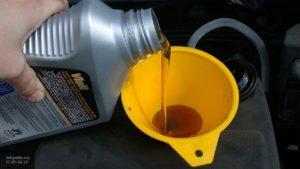 Автомеханики назвали основные ошибки при проверке уровня масла