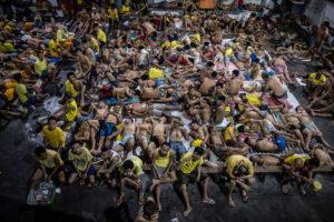 На Филиппинах из-за COVID-19 освободили 15 тысяч заключенных