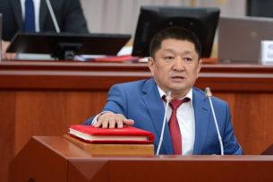 Экс-главу Минздрава Космосбека Чолпонбаева вызвали на допрос