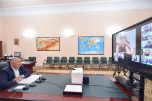 Кубатбек Боронов провел совещание с представителями фармацевтических компаний