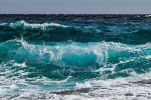 Центр Атлантического океана не теплеет, а охлаждается