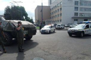 На Украине захвачен автобус с пассажирами. Террорист угрожает взорвать и выдвигает требования