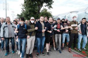 Схватка с ОМОНом. В крупных городах Беларуси прошли массовые протесты