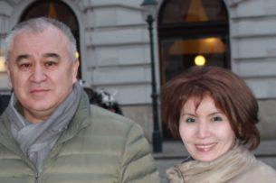 Супруга Омурбека Текебаева госпитализирована. У нее диагностировали COVID-19