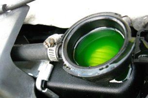 Зачем профессиональные водители сыпят соду в антифриз