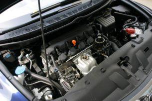 По каким причинам может «троить» и неравномерно работать холодный двигатель авто?