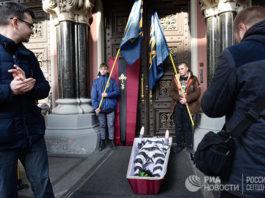 WP: глава Нацбанка Украины получил гроб в качестве предупреждения