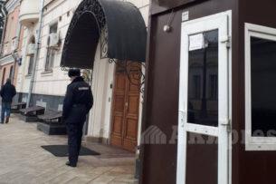 Из-за угроз погромов посольство Кыргызстана в России взяли под усиленную охрану