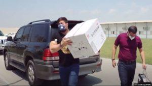26 июля узбекский боец MMA Мурод Хантураев привез от имени Отабека Умарова в многопрофильную больницу под Ташкентом партию препарата Lianhua. Фото с сайта Effect.uz.